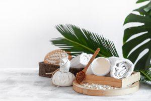 Massage Tibétain, découvrez le soin aux pochons de sel chaud